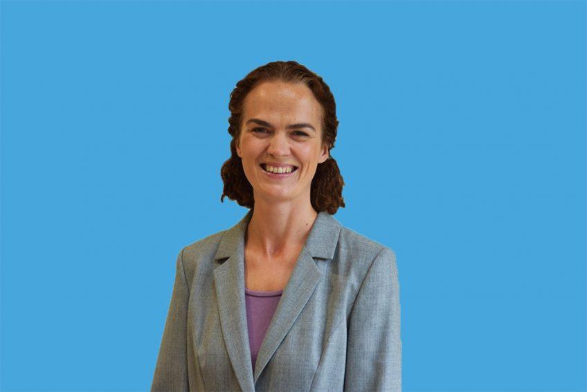 Lyndsey Simpson MA (Oxon) – GCSE and A-level English, GCSE and A-level French, and primary and years 7-9 Latin